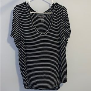 American Eagle black and white striped t shirt